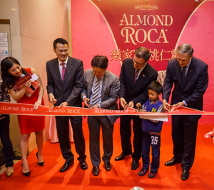 Gov. Inslee at Almond Roca ribbon cutting